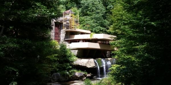 Viaggi pennsylvania fallingwater la casa sulla cascata for Frank lloyd wright piani casa della prateria